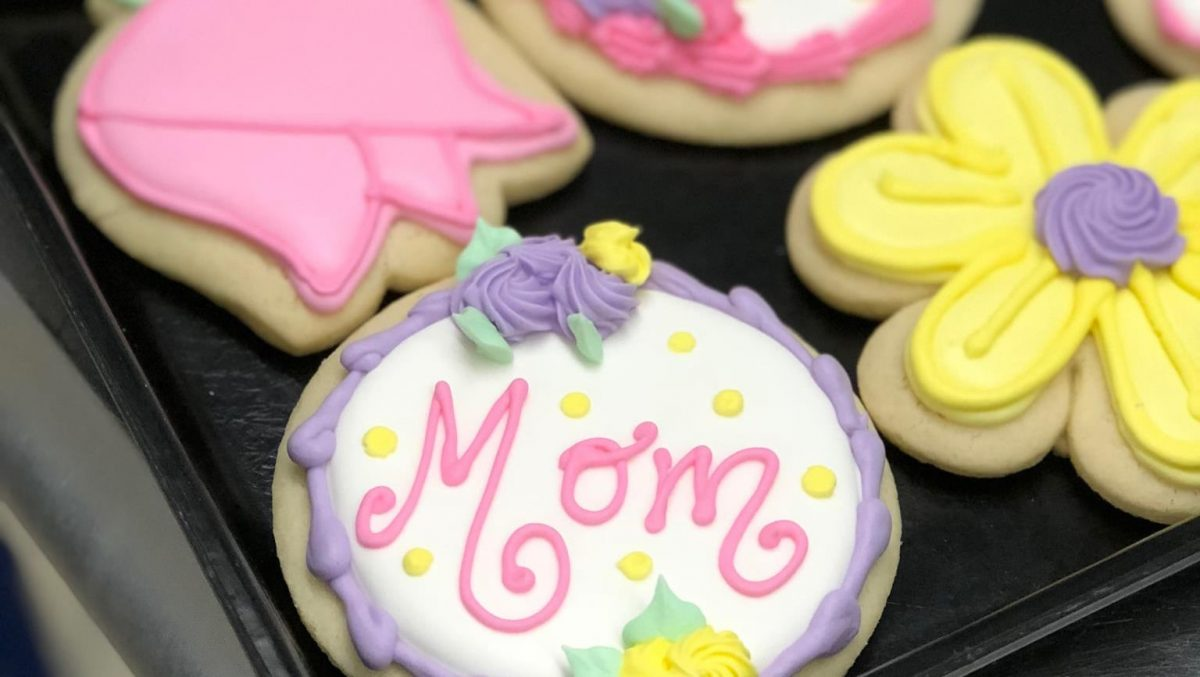 Custom decorated cookies for Mother's Day.