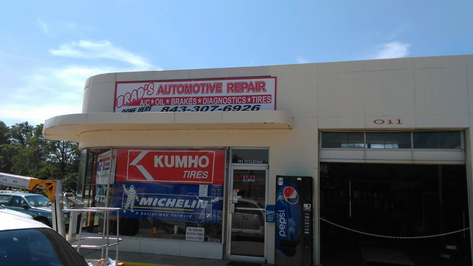 The exterior of Brad's Automotive.